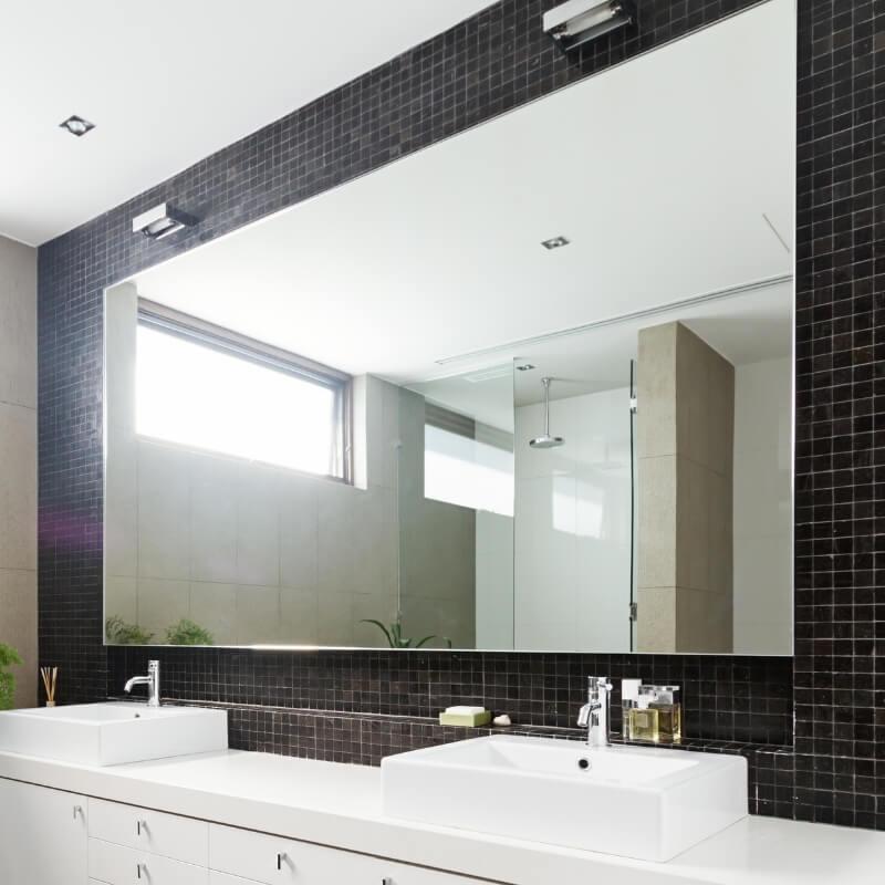 large mirror  ensuite bathroom design