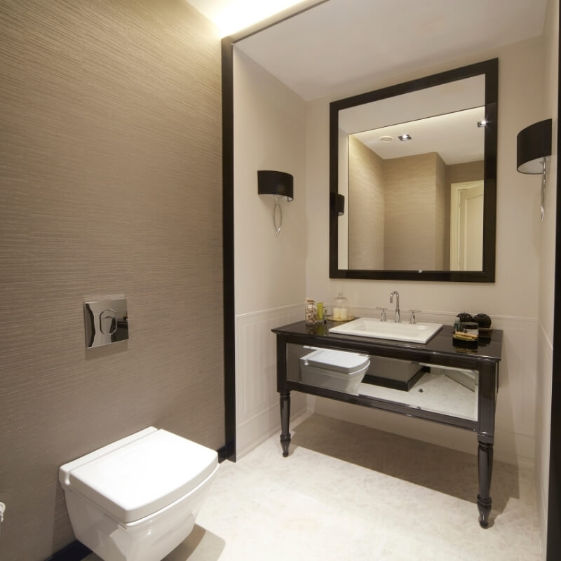 use mirrors in small bathroom